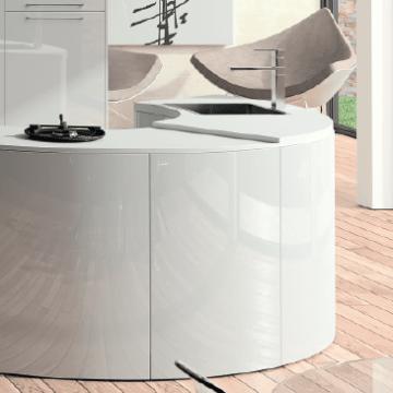 Modèle de Cuisine équipée design et ronde de couleur blanc laqué. Fabricant français.